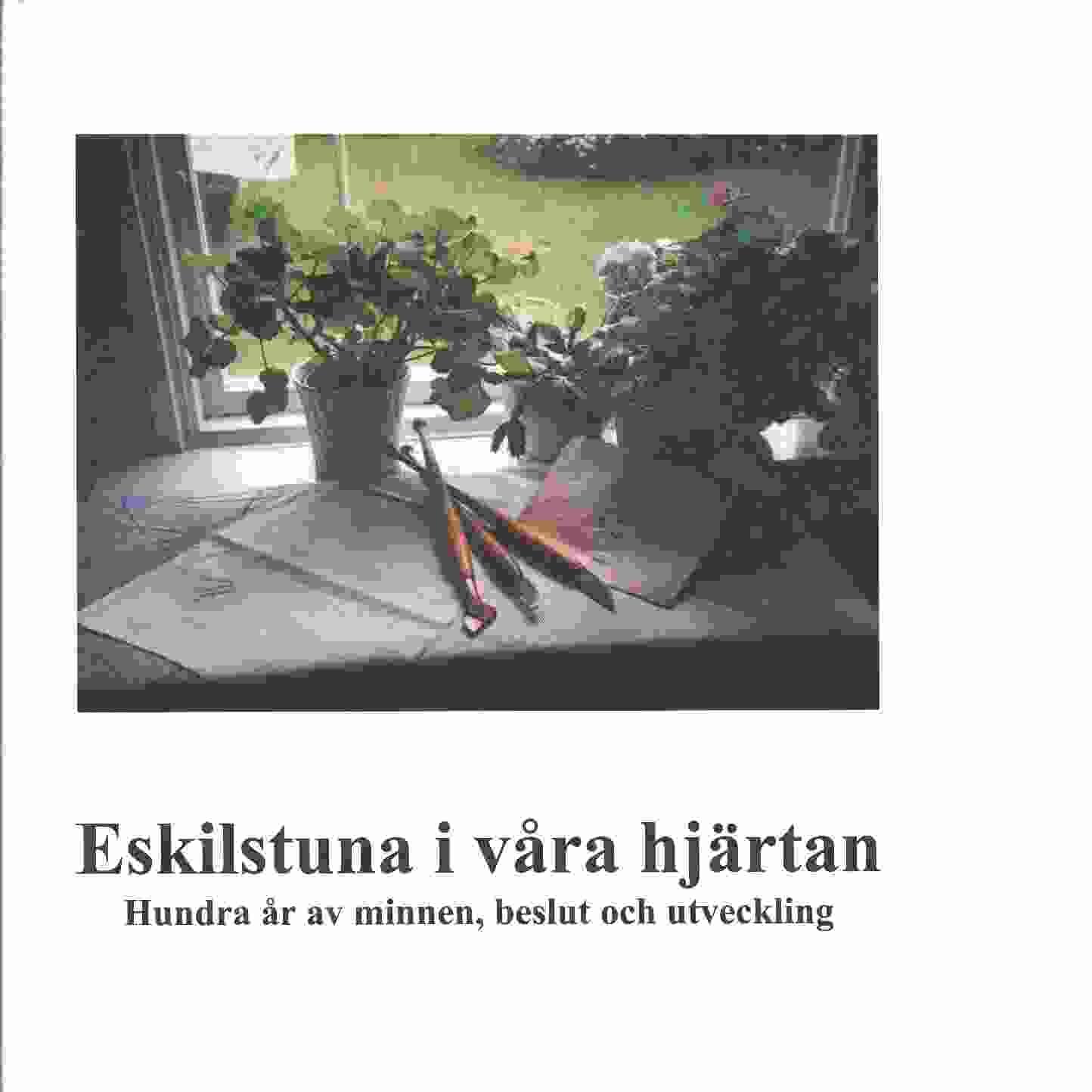 Eskilstuna i våra hjärtan : [hundra år av minnen, beslut och utveckling - Red.