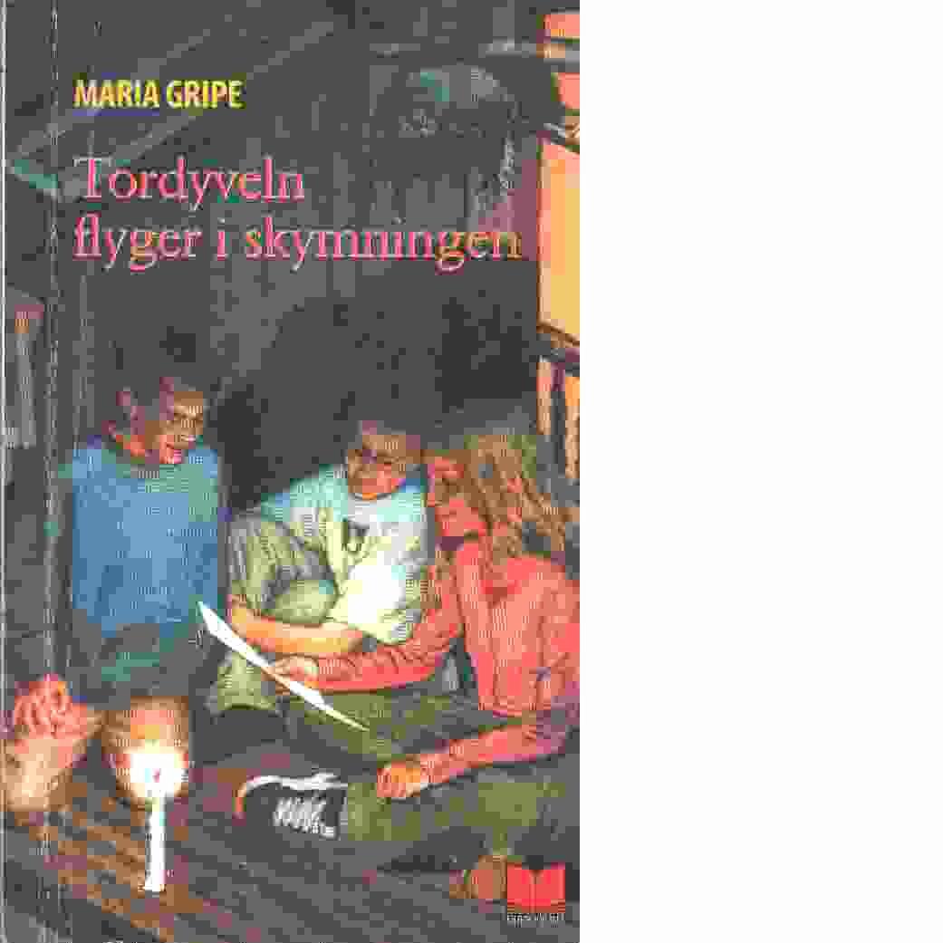Tordyveln flyger i skymningen --- : en beskrivning av vissa händelser i Ringaryd i Småland - Gripe, Maria